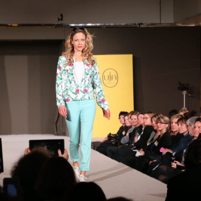 UnJourAilleurs - Presentation parade of the new collection