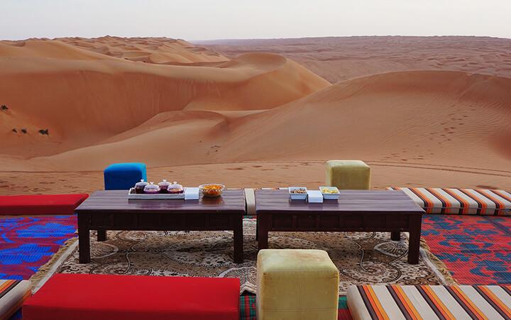 Apéritif sur les dunes à Oman