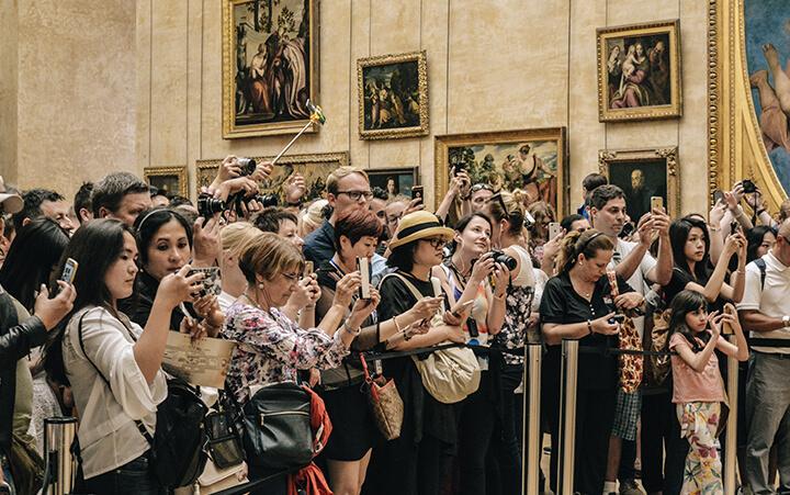 Touristes au musée