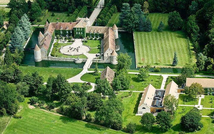 Vue aérienne sur le Chateau de Villiers le Mahieu