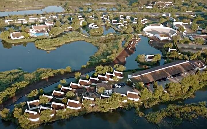 Vue aérienne de l'Auberge Cavalière du Pont des Bannes