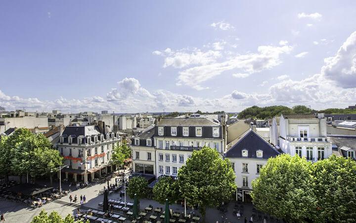 Vue aérienne du Best Western de Lyon