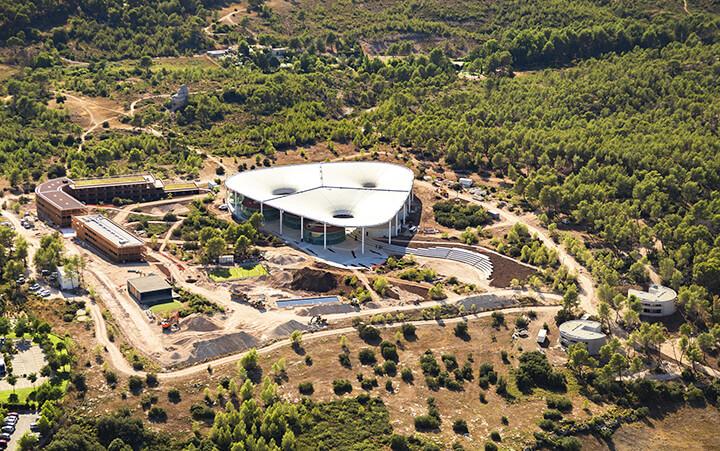 Vue aérienne The Camp, proche d'Avignon et d'Aix en Provence