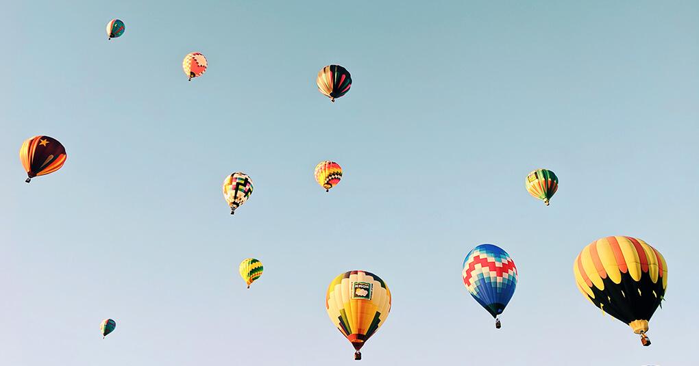 Montgolfières dans le ciel